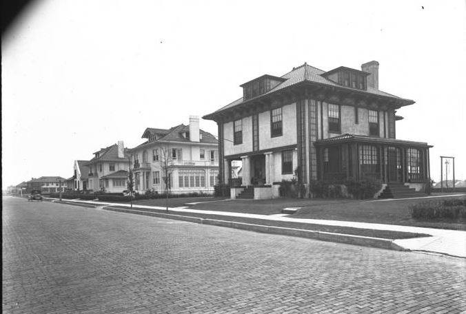 Reynolds Homes 200 Block West Penn St 2 August 1919.jpg