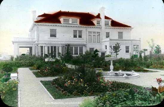 Reynolds Villa Modestina Italian Garden  Laurelton Blvd  Beech & Penn   1920.jpg