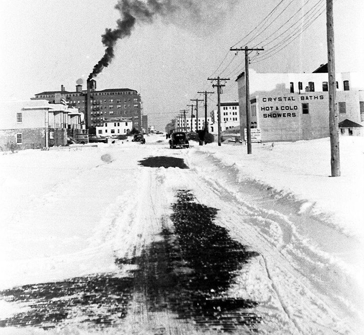 Shore Rd Looking East Riverside 1950's.jpg