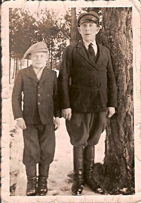 Photograph of Mike Piorkowski and his father, Stanislaw.