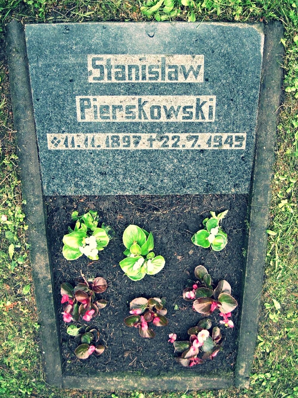 Mike Piorkowski's father's gravesite