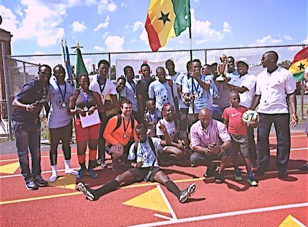 El equipo ganador del segundo torneo anual de fútbol del Día Mundial de los Refugiados. El equipo es de Ghana.