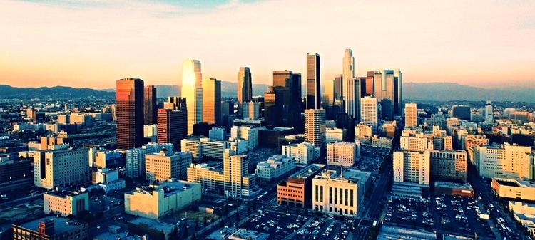 El trabajo de casos de Restablecimiento de Contacto Familiar es hecho por voluntarios y personal de todo Estados Unidos y el mundo. Esta historia llega a la región de Los Angeles.