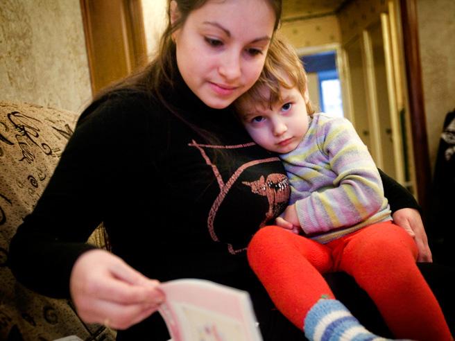 Gorlovka, Donetsk region, eastern Ukraine. Jelena holds up a photo of her missing father. Photo credit:Pieter-Jan De Pue
