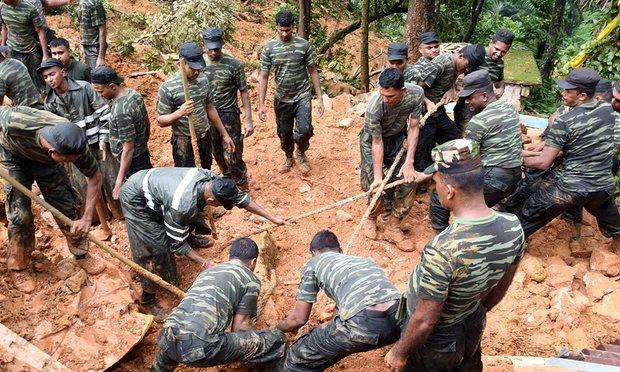 Sri Lankan military rescuers respond to a landslide in Bulathkohupitiya. Photo Credit:AFP/Getty Images