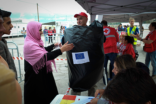 Thermal blankets distributed in Greece. Photo Credit: Red Cross