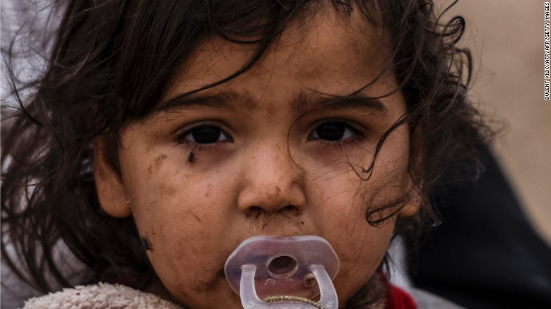 Iraqi girl displaced due to battle to retake Mosul. Photo credit: By Sheena McKenzie and Tim Lister, CNN