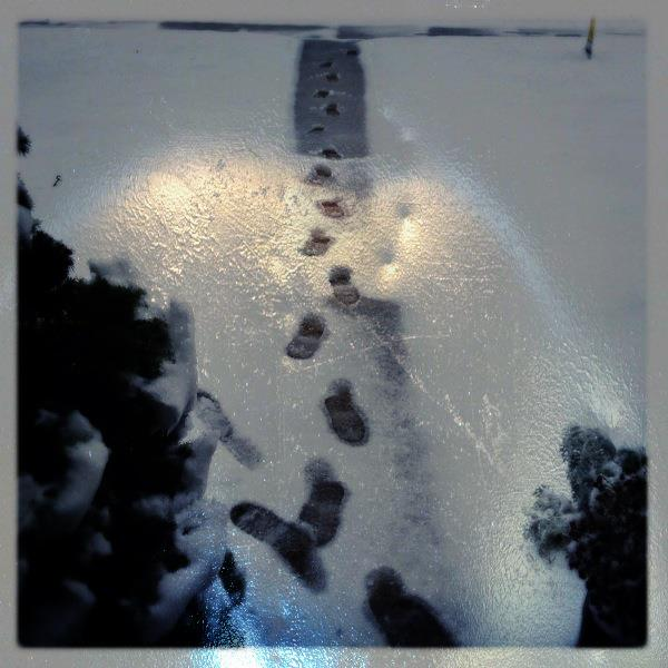 Footprints in the Snow (3Gs)