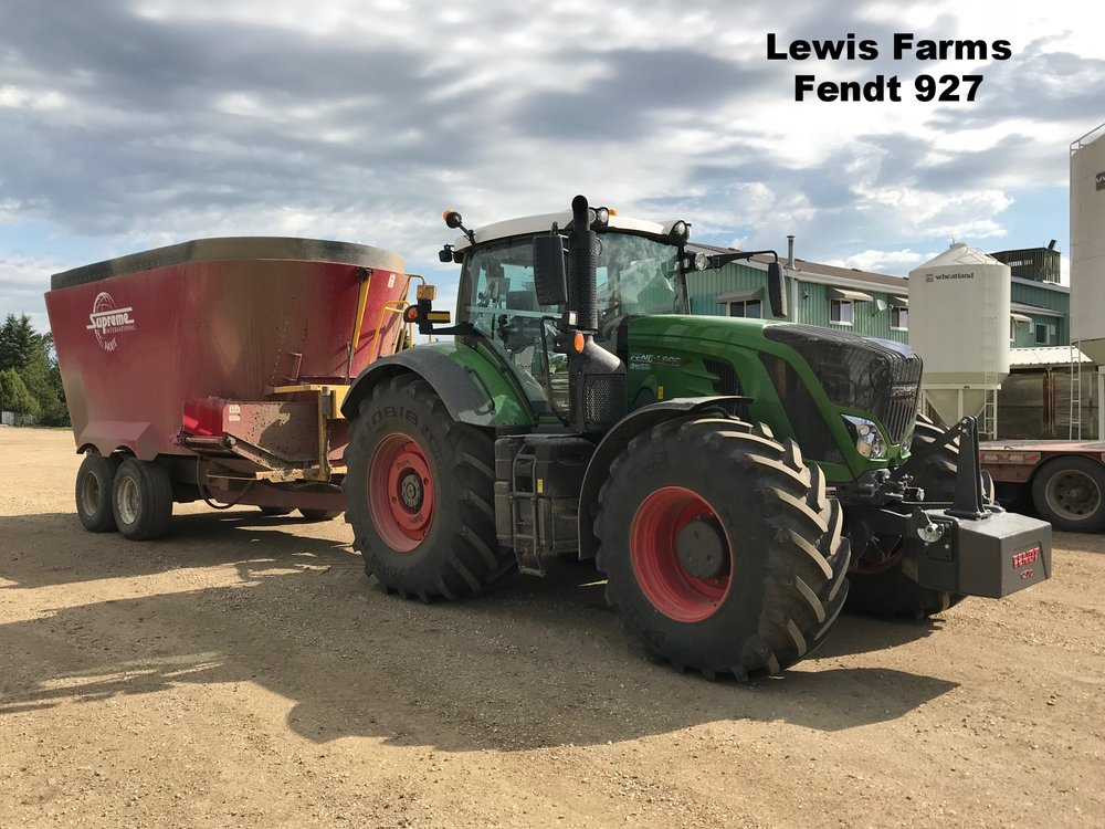 Lewis Farms Fendt 927.jpg
