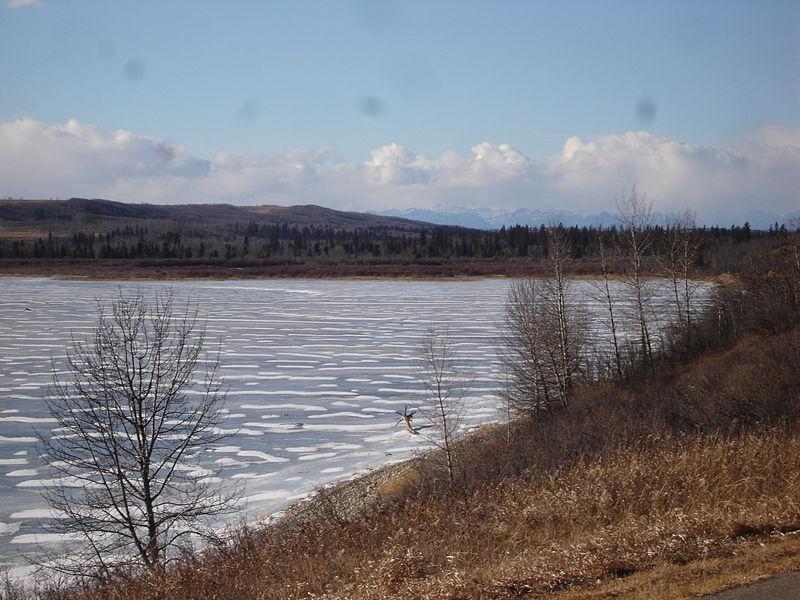 800px-Glenmore_Reservoir.jpg
