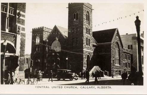 Central United Church on 7 Avenue & 1st Street West. Future prime minister, R. B. Bennett helped choose the site for this then-Methodist church. When the building was completed in 1905, it was the largest in the city, seating 1,975 people. (Photo: Calgary Public Library,  Postcards from the Past )
