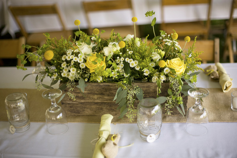 DIY barn centerpieces yellow daisies