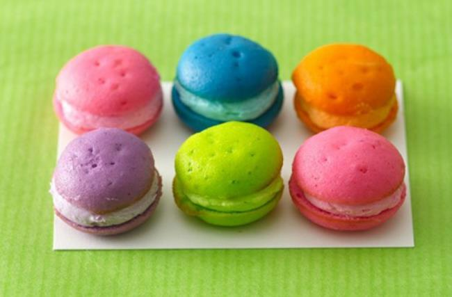 neon macaroons perfect for wedding favors or dessert