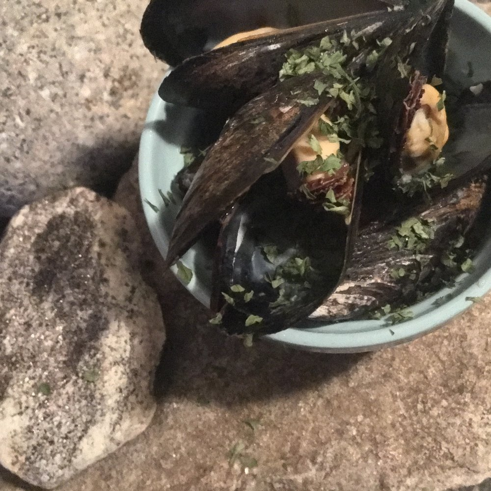 Steamed Mussels With Lemon, Garlic and White Wine