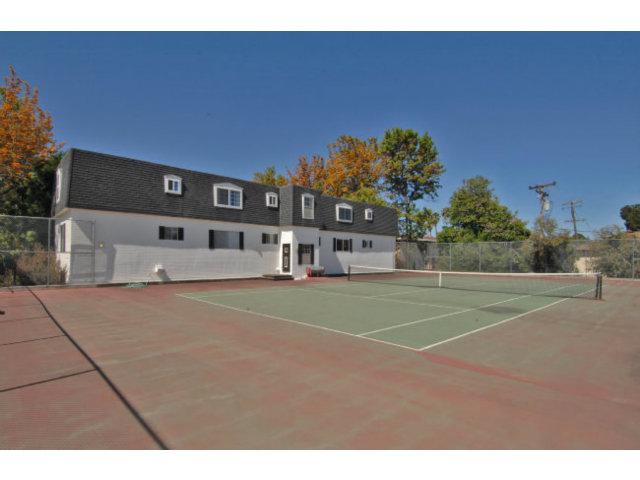Tennis-court-view-II.jpg