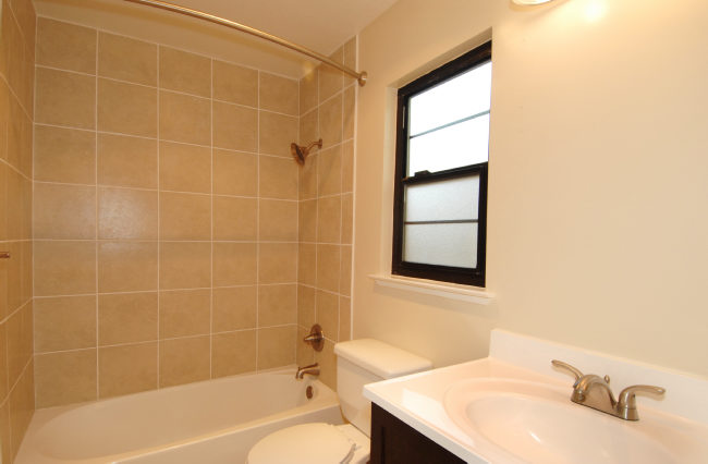 Hall-bathroom.jpg