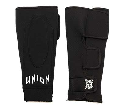 SLIM & COMFORTABLE NEOPRENE SHINPAD WITH DUAL PLASTIC STRIP PROTECTION