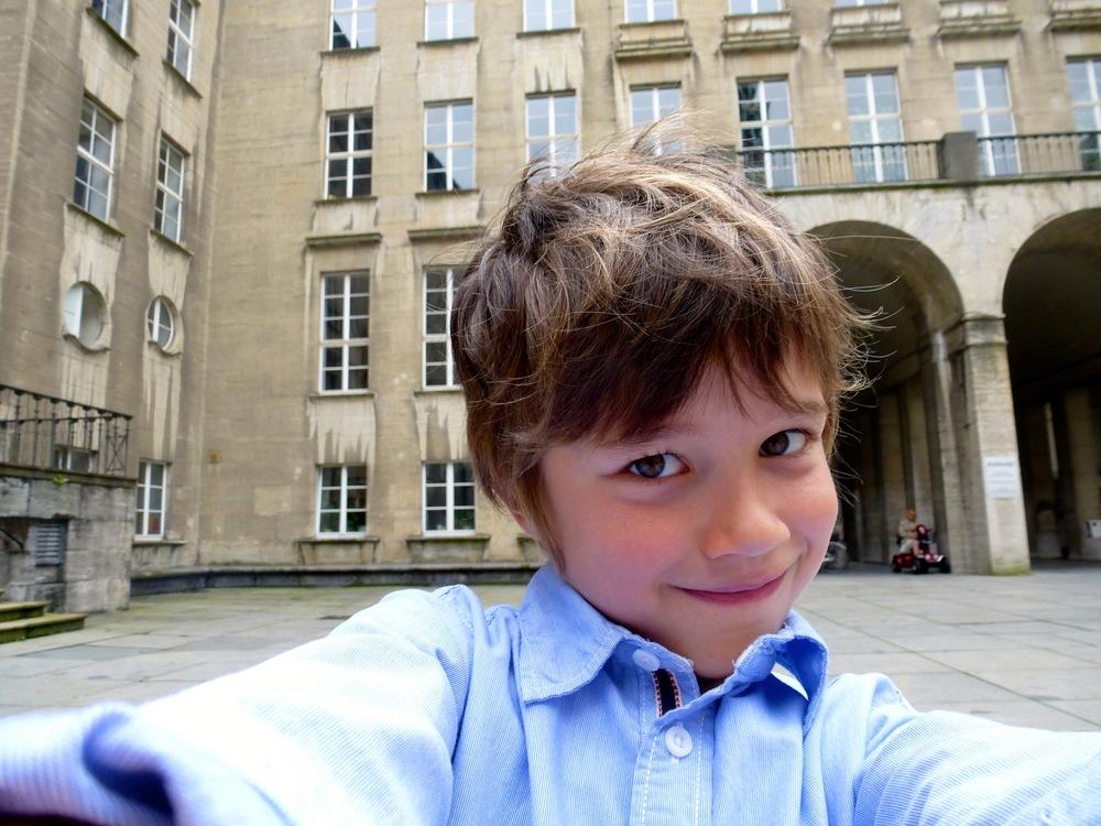 Joshua, der Sohn von Carolines Schwester macht ein Selfie.