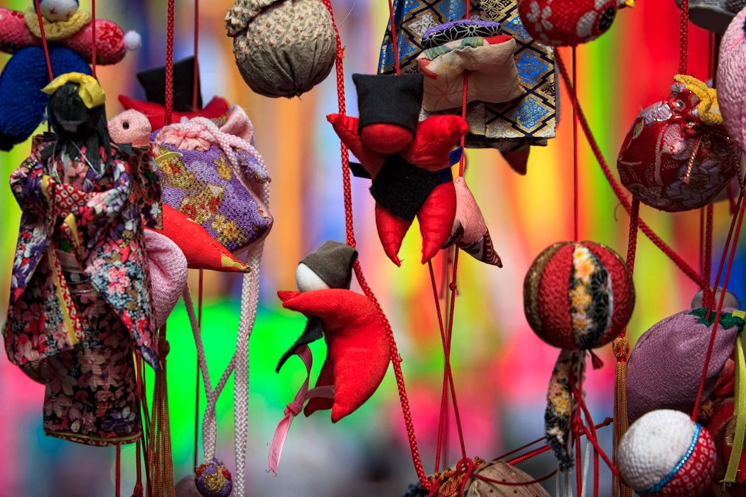 mbain_Tanabata bunji jumping dolls.jpg