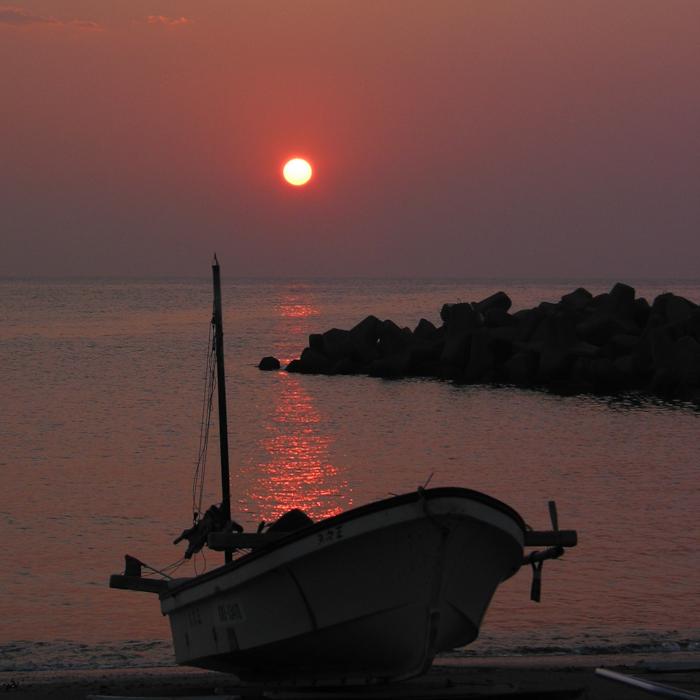 mbain_Red sun Zushi Boat.jpg