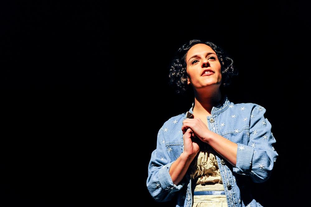 Roneet Aliza Rahamim as Elizabeth