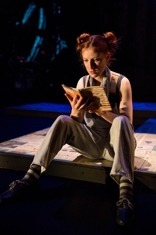 Boo Segersin as Moll