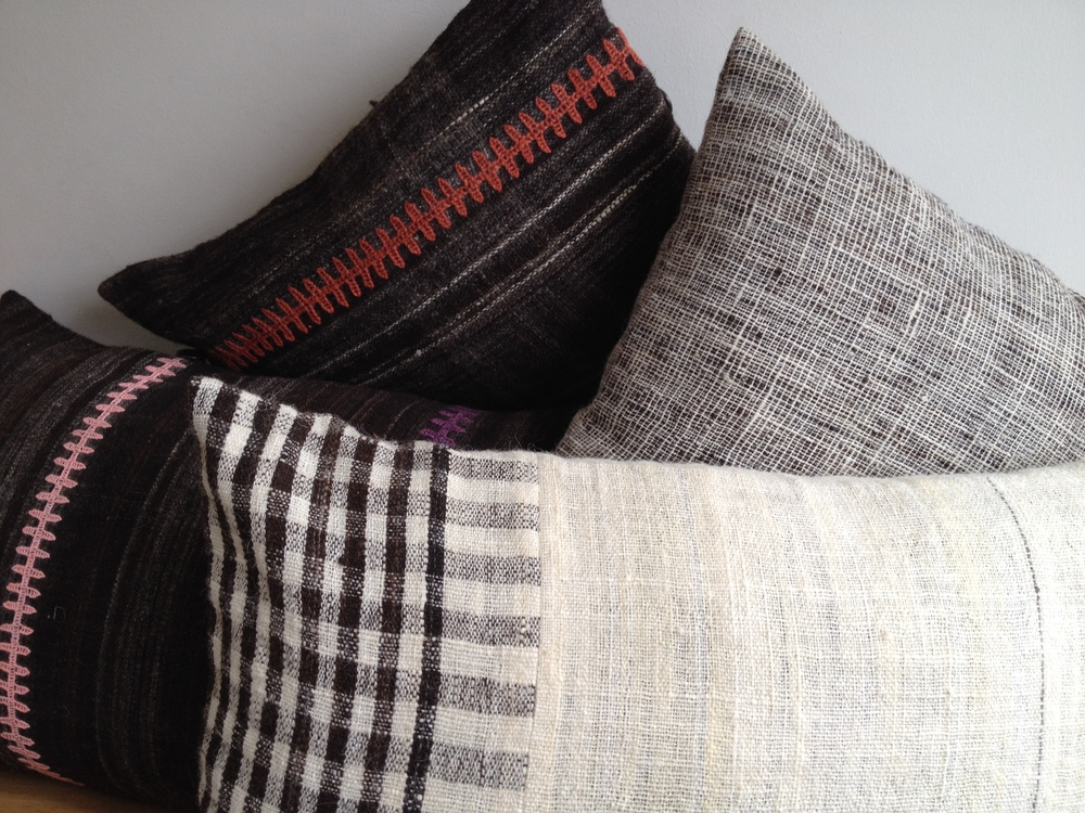 StitchByStitch_Desi_cushions_nat
