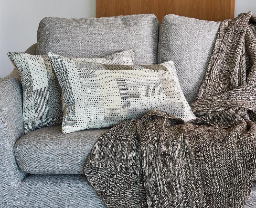 Woollen throw in Kutchi wool, organic kala cotton Chindi cushions