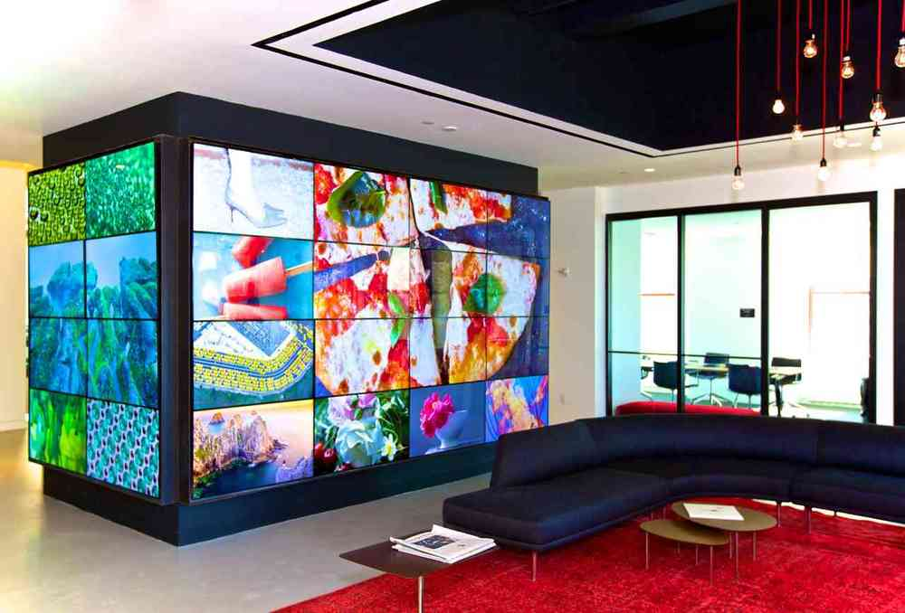 We created this vibrant and interactive video wall by using Samsung MagicInfo VideoWall.