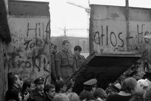 009_berlin_wall_open-jpg