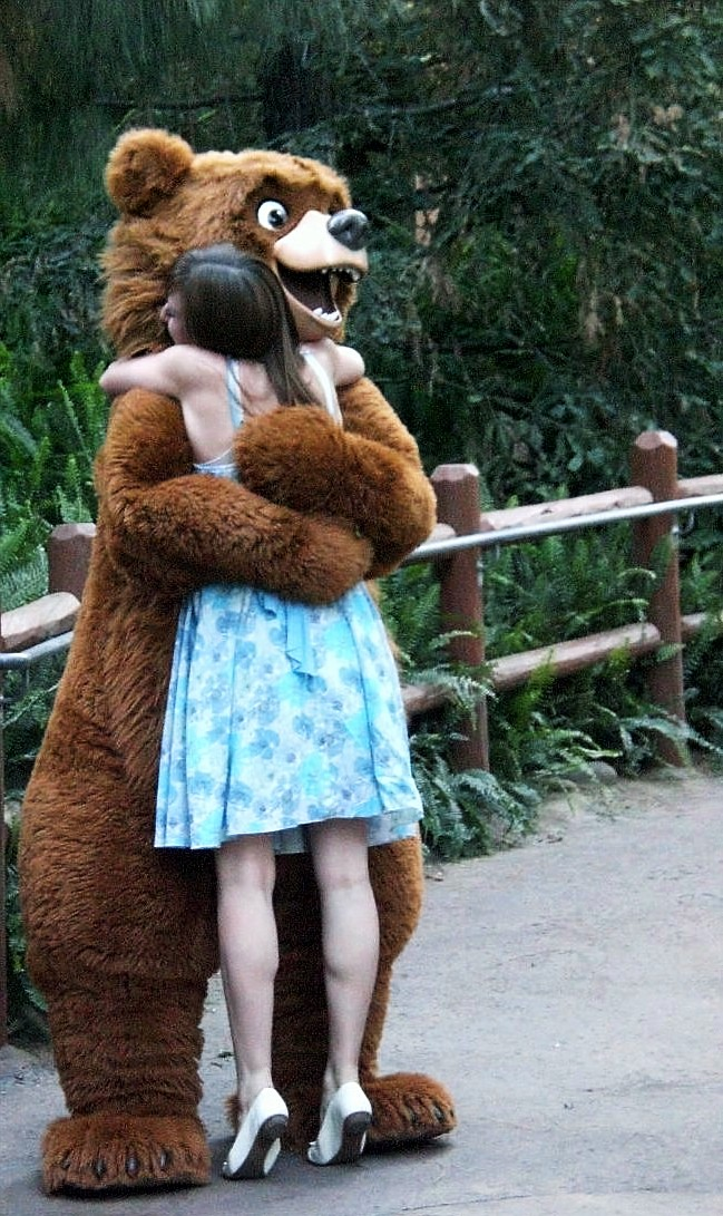 bear_hug_by_commodoreelfman-jpg