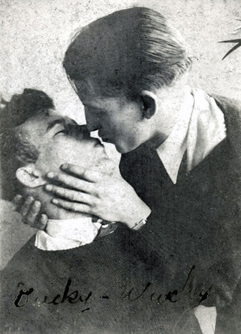 men-kiss-vintage-gay-482.jpg