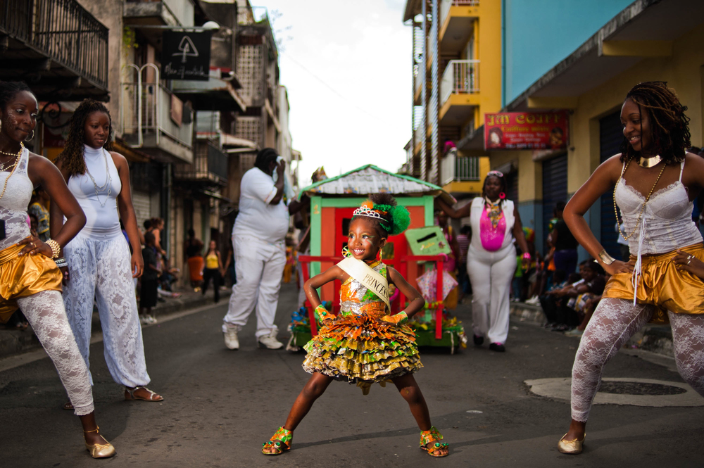 Guadeloupe_winter_carnival,_Pointe-à-Pitre_parade._A_little_girl_performing_a_dance_during_parade_(full_length_outdoor_portrait).jpg
