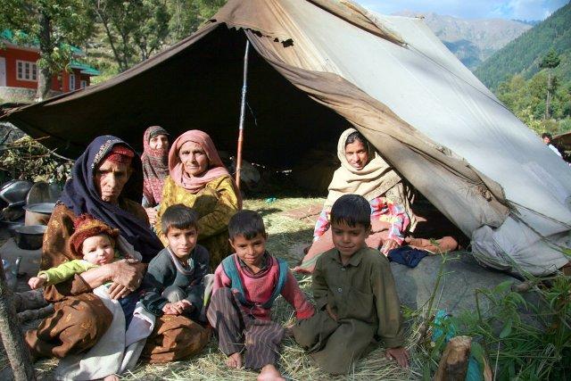 IMG_3413 India Kashmir gypsy family.JPG