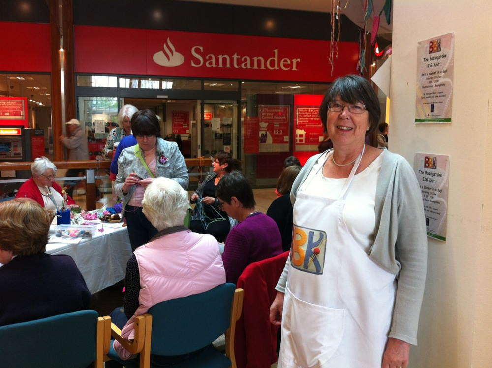 Friendly Jenny was welcoming the knitters and putting them right to work!