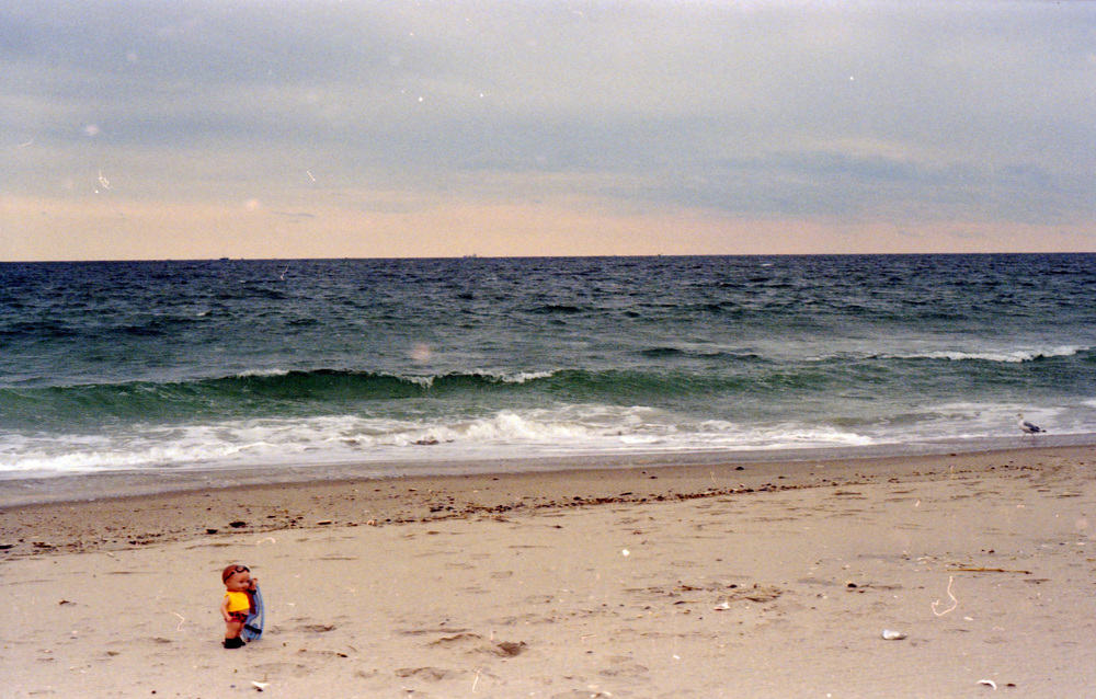 Buddy_beach_alone_19.jpg