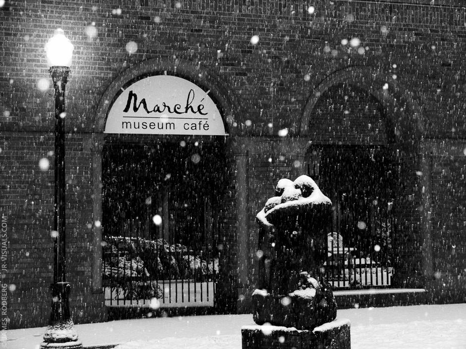 museum-night-snow_7535_bw2