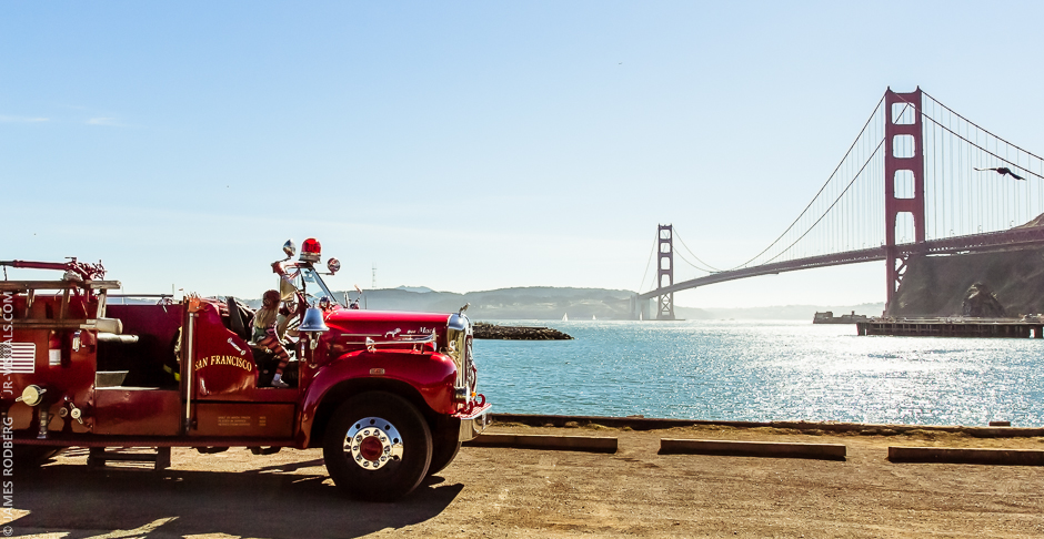 historic-firetruck-golden-gate-bridge_7508