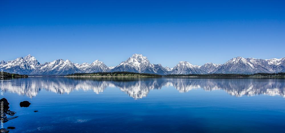 grand-teton-national-park-mountain-range-lake-reflection_2832-e