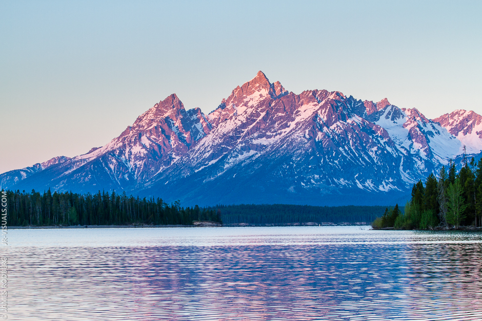 grand-teton-national-park-mountain-range-sunrise_5550
