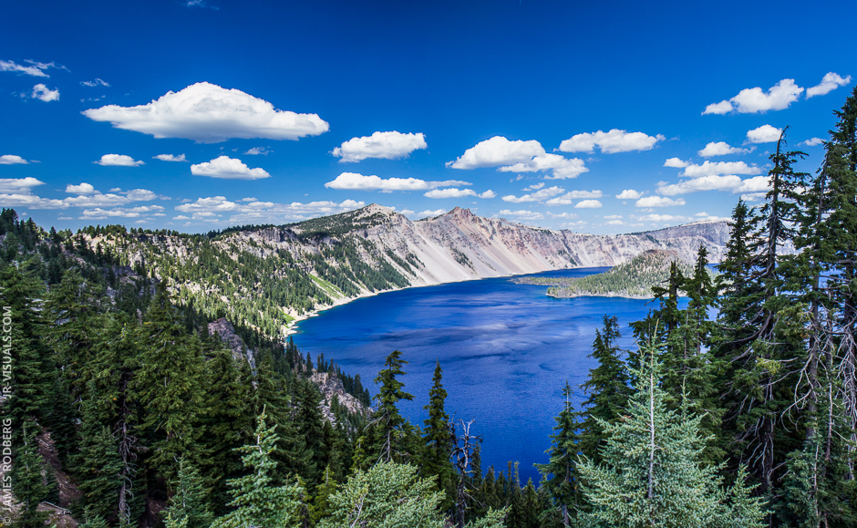 crater-lake-fluffy-white-clouds_5876-80_p
