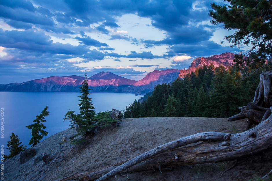 crater-lake-purple-light-sunset_6400