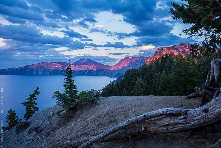 crater-lake-purple-light-sunset_6400