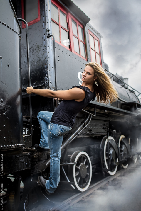 h-portrait-steam-train-engine_7419-e2
