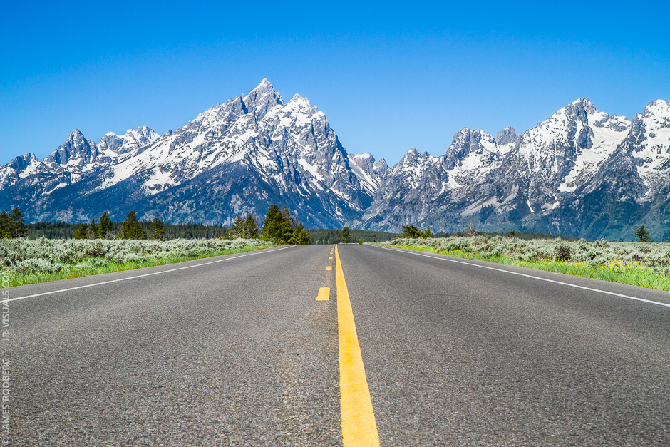 grand-teton-national-park-mountain-range-road_5687