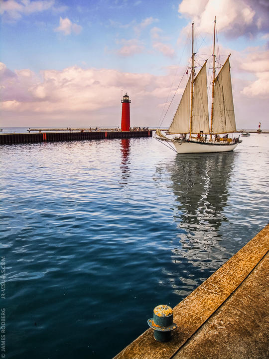kenosha-harbor-sailboat-lighthouse_6081_2d