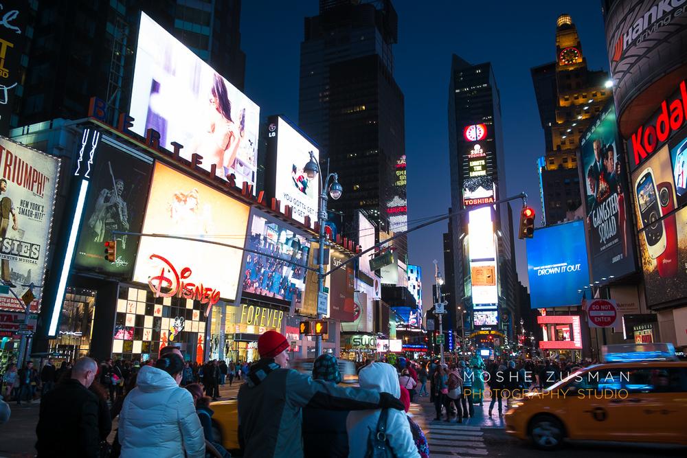 NYC-FujiFilm-X-E1-street-photography-night-5.jpg