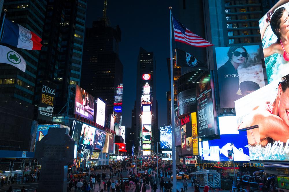 NYC-FujiFilm-X-E1-street-photography-night-8.jpg