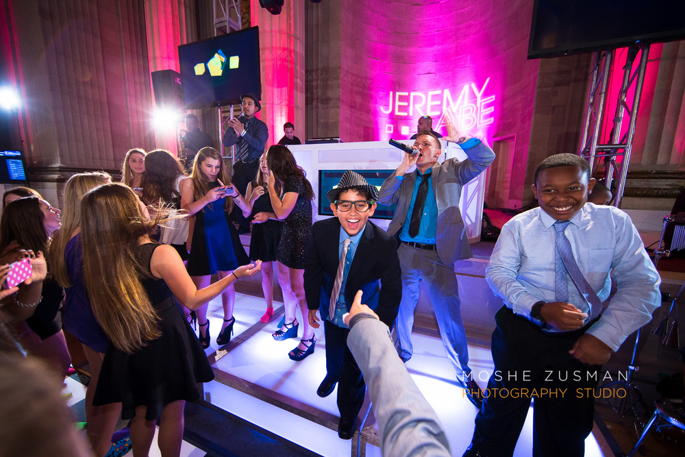 Bar-Mitzvah-photographer-moshe-zusman-RSVP-mellon-auditorium-45.jpg
