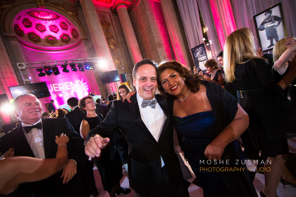 Bar-Mitzvah-photographer-moshe-zusman-RSVP-mellon-auditorium-49.jpg